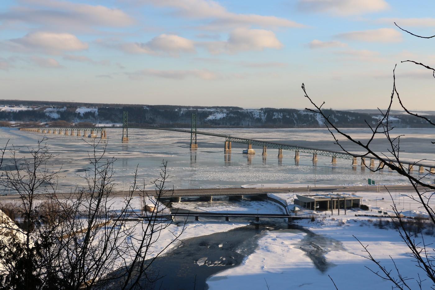De l'autre coté vue panoramique sur le St Laurent .
