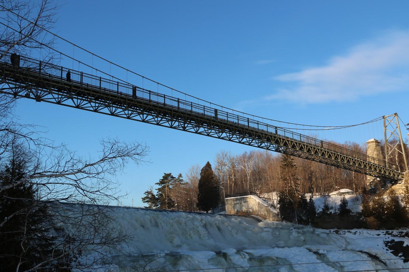 Le pont suspendu pour les plus téméraires.